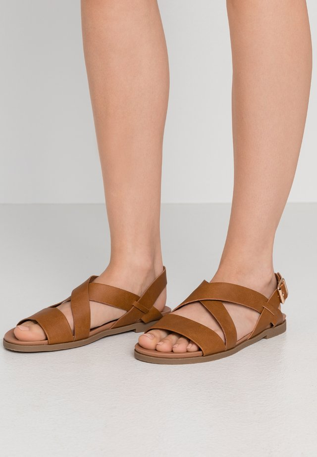 WIDE FIT FRANC CROSS OVER COMFORT - Sandales - tan