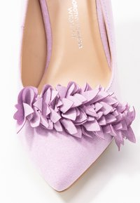 Dorothy Perkins Wide Fit - WIDE FIT DAYLILY CORSAGE TRIM COURT - Szpilki - lilac - 2