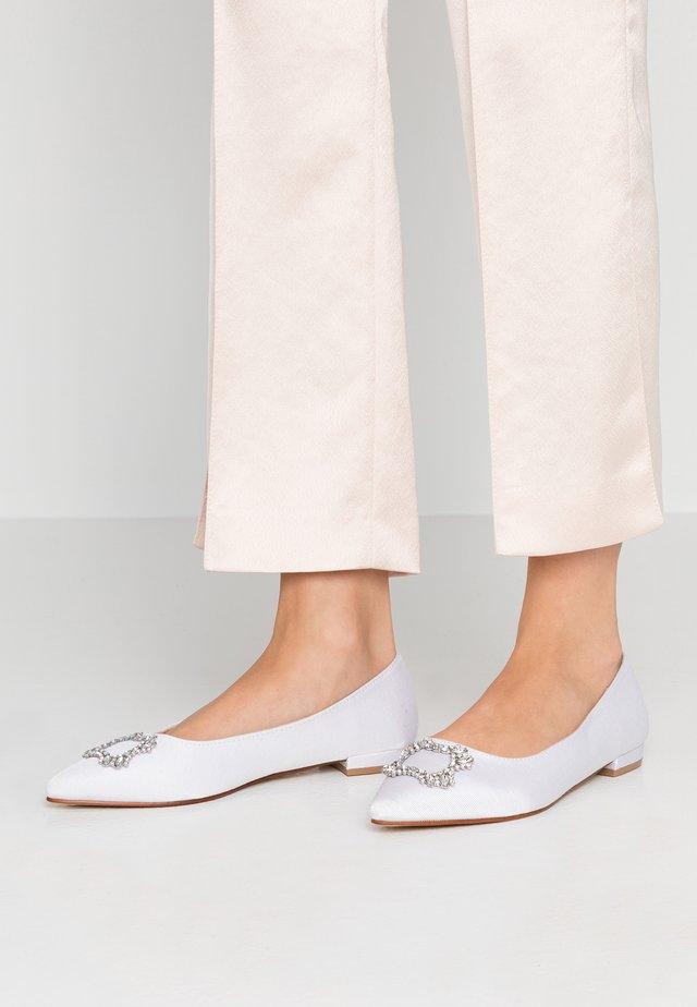 WIDE FIT PEYTON - Ballerinasko - white