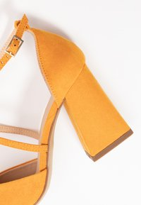Dorothy Perkins Wide Fit - WIDE FIT DARIA - Tacones - yellow - 2