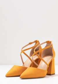 Dorothy Perkins Wide Fit - WIDE FIT DARIA - Tacones - yellow - 4