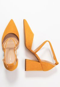 Dorothy Perkins Wide Fit - WIDE FIT DARIA - Tacones - yellow - 3