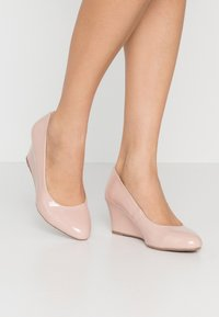 Dorothy Perkins Wide Fit - WIDE FIT DREAMER WEDGE COURT - Wedges - nude - 0