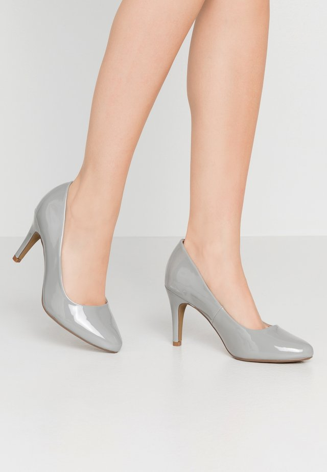 WIDE FIT DEEDEE ALMOND TOE COURT - Szpilki - taupe