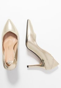 Dorothy Perkins Wide Fit - WIDE FIT DYNAMO COURT - High heels - gold - 3