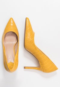 Dorothy Perkins Wide Fit - WIDE FIT DELE COURT - Høye hæler - yellow - 3