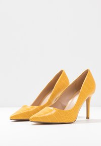 Dorothy Perkins Wide Fit - WIDE FIT DELE COURT - Høye hæler - yellow - 4