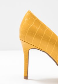 Dorothy Perkins Wide Fit - WIDE FIT DELE COURT - Høye hæler - yellow - 2