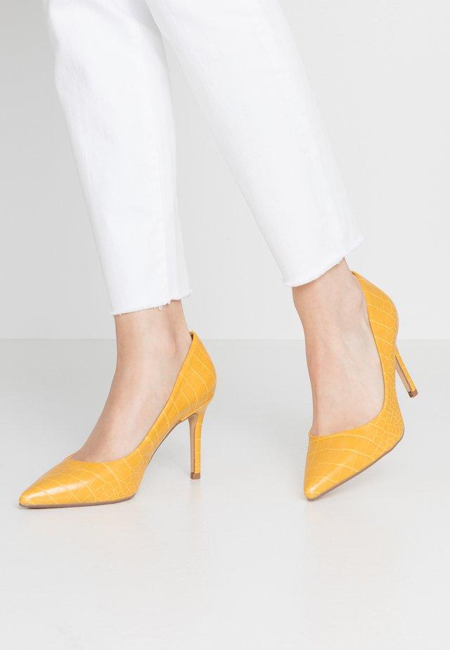 WIDE FIT DELE COURT - Escarpins à talons hauts - yellow