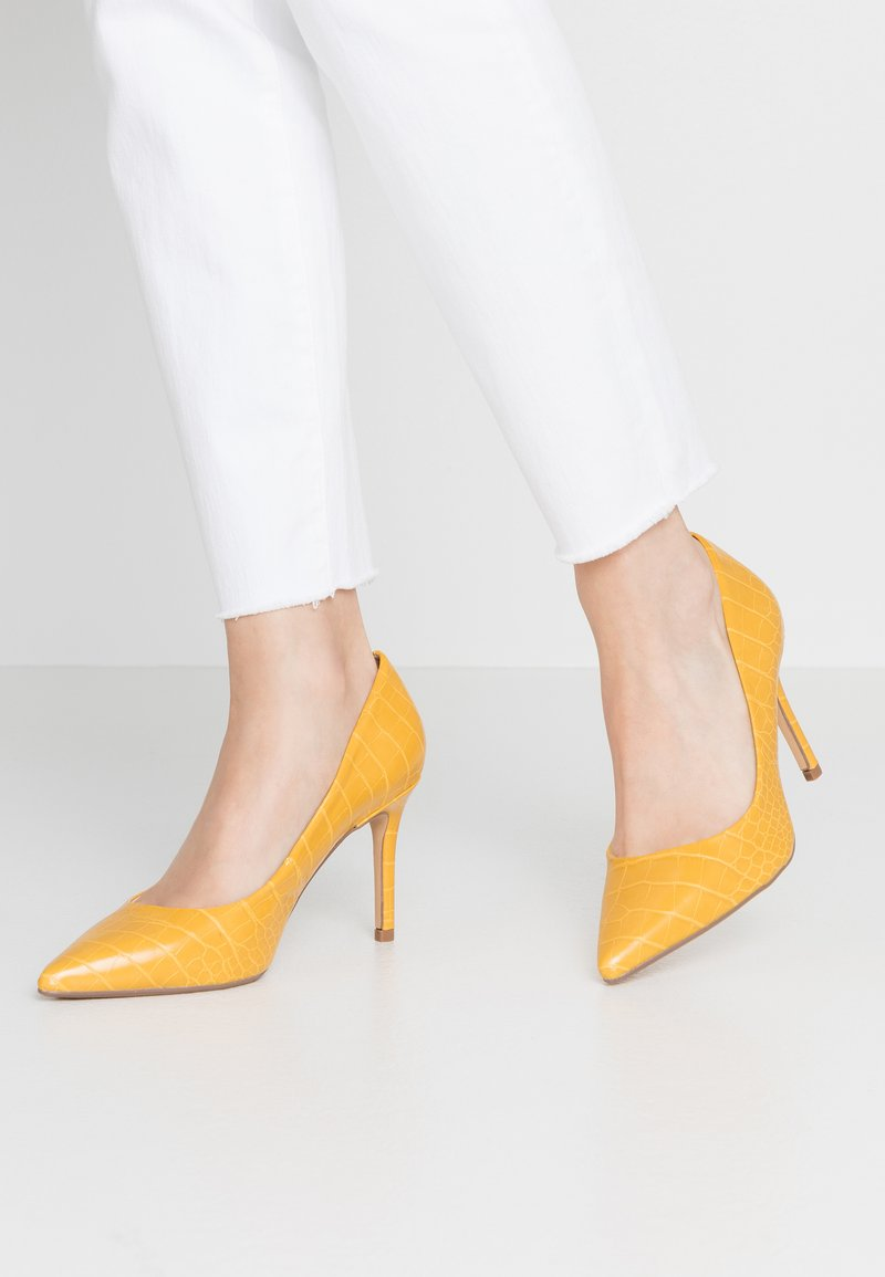 Dorothy Perkins Wide Fit - WIDE FIT DELE COURT - Høye hæler - yellow