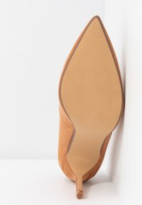 Dorothy Perkins Wide Fit - WIDE FIT DELE POINT COURT - Szpilki - taupe - 6