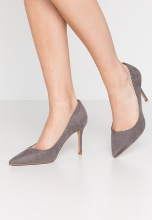 WIDE FIT DELE POINT COURT - Zapatos altos - grey