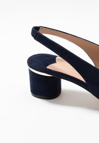 Dorothy Perkins Wide Fit - WIDE FIT DOLLAR CYCLINDER HEEL SLINGBACK COURT - Klassiske pumps - navy - 2