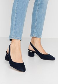 Dorothy Perkins Wide Fit - WIDE FIT DOLLAR CYCLINDER HEEL SLINGBACK COURT - Klassiske pumps - navy - 0