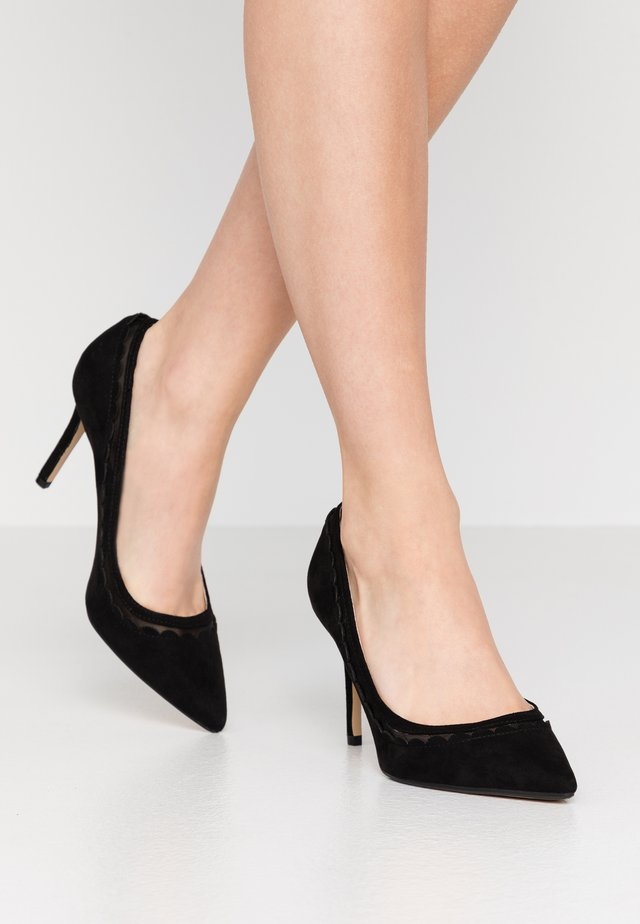 WIDE FIT ELIZA SCALLOP DETAIL COURT - Escarpins à talons hauts - black