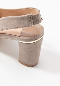 Dorothy Perkins Wide Fit - WIDE FIT EMILY SLING  - Czółenka - taupe - 5