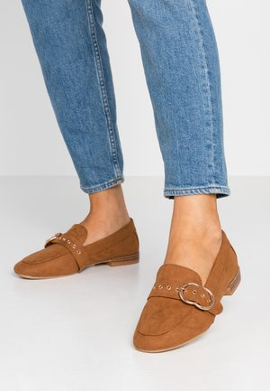 WIDE FIT LOLA BUCKLE LOAFER - Instappers - tan