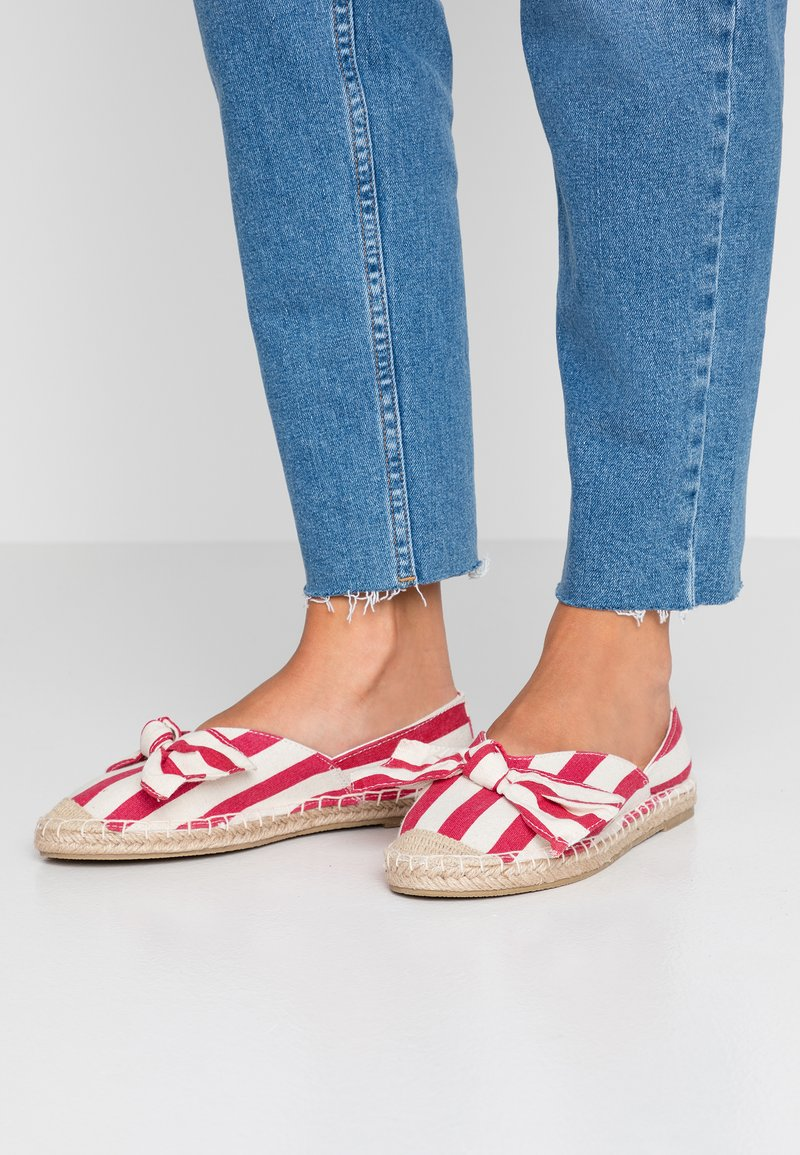 Dorothy Perkins Wide Fit - WIDE FIT CAROLINA BOW TACKED - Espadrilky - red