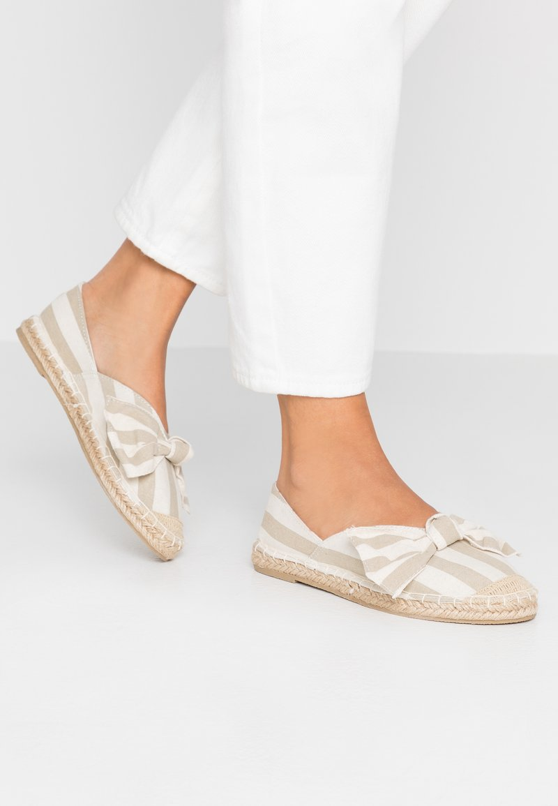 Dorothy Perkins Wide Fit - WIDE FIT CAROLINA BOW TACKED - Espadrilles - natural