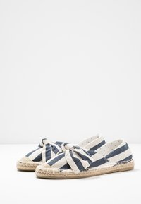 Dorothy Perkins Wide Fit - WIDE FIT CAROLINA BOW TACKED - Espadrilles - navy - 4