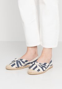 Dorothy Perkins Wide Fit - WIDE FIT CAROLINA BOW TACKED - Espadrilles - navy - 0