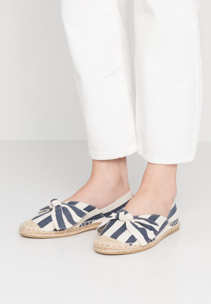 Dorothy Perkins Wide Fit - WIDE FIT CAROLINA BOW TACKED - Espadrilles - navy