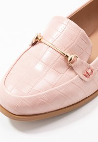 Dorothy Perkins Wide Fit - WIDE FIT LUNA SNAFFLE LOAFER - Instappers - blush - 2
