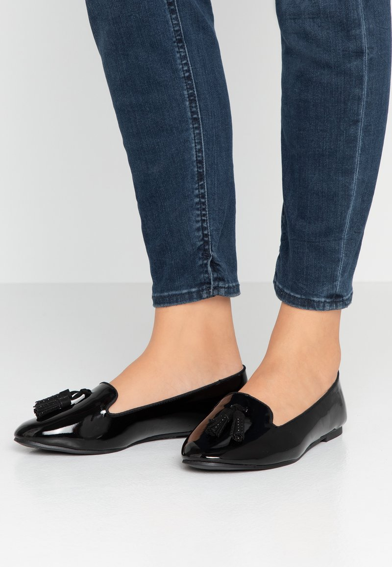 Dorothy Perkins Wide Fit - WIDE FIT PETAL STUD TASSEL LOAFER - Loaferit/pistokkaat - black