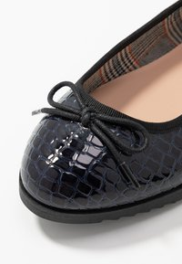 Dorothy Perkins Wide Fit - WIDE FIT PANTHER - Baleríny - navy - 2