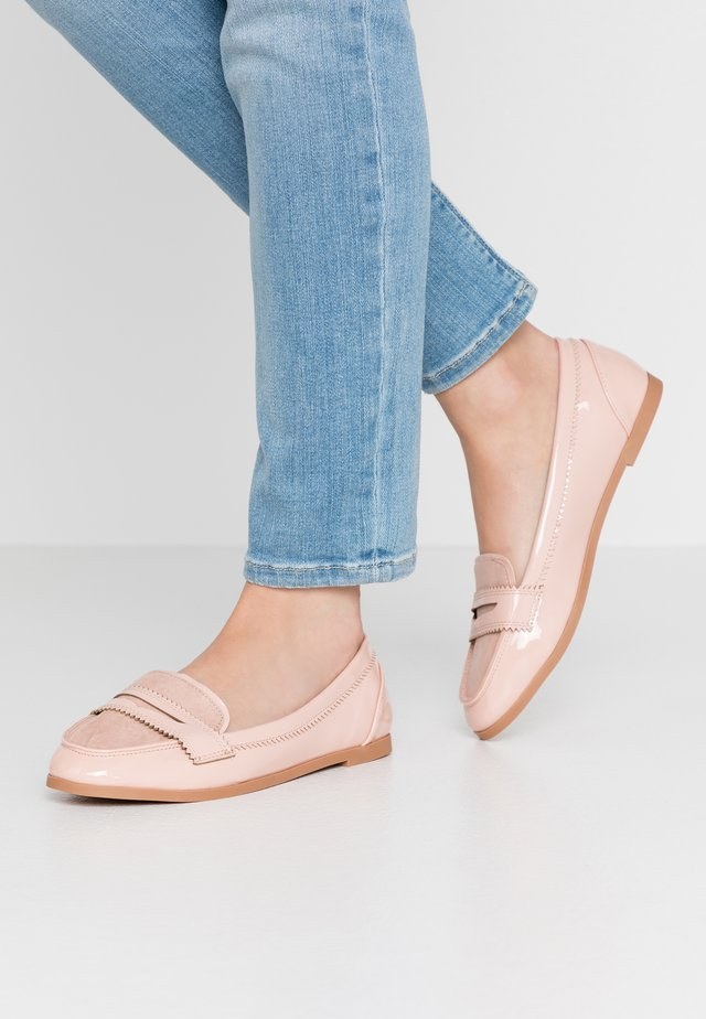 WIDE FIT LOYLE LOAFER - Półbuty wsuwane - blush
