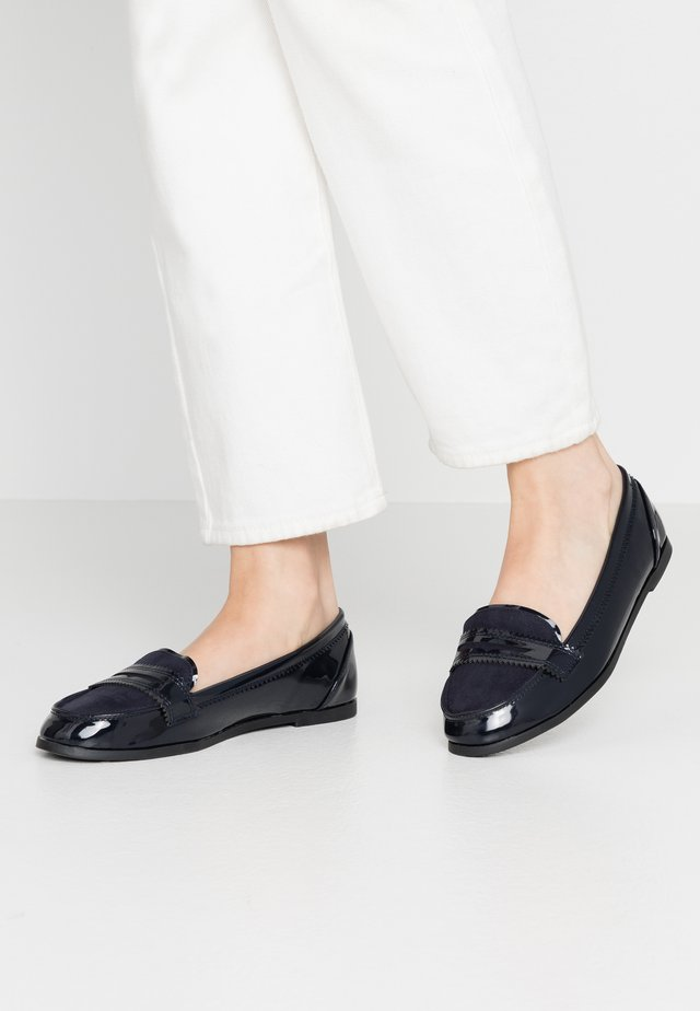 WIDE FIT LOYLE LOAFER - Slippers - navy
