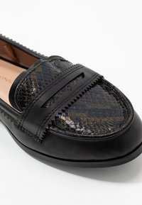 Dorothy Perkins Wide Fit - WIDE FIT LOYLE LOAFER - Scarpe senza lacci - snake - 2