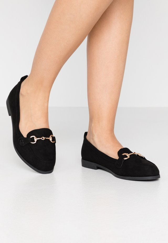 WIDE FIT LULA LOAFER - Loaferit/pistokkaat - black