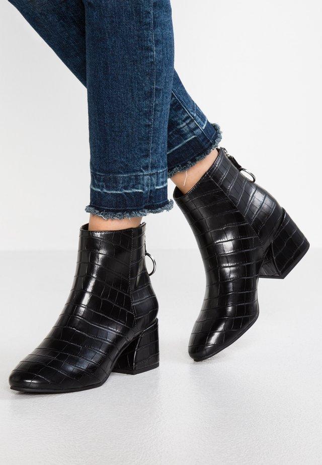 WIDE FIT ADORE - Kotníková obuv - black