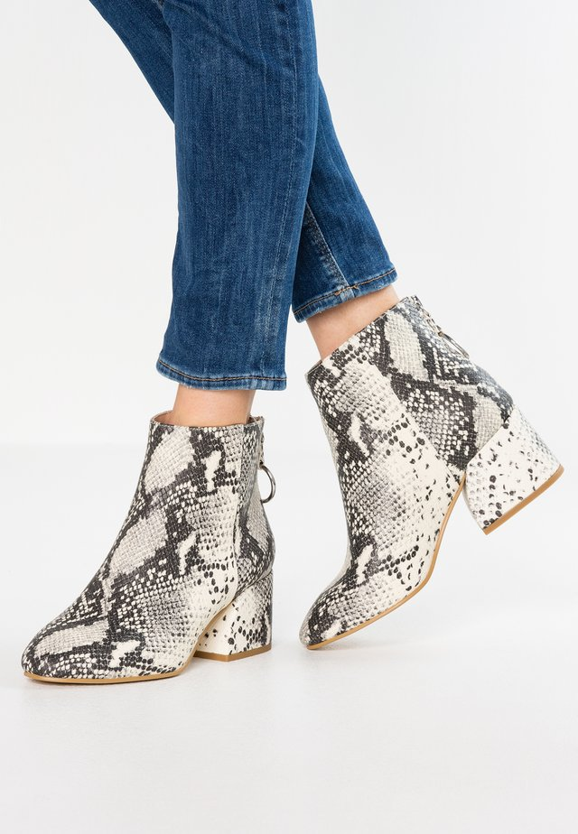 WIDE FIT ADORE - Ankle Boot - multicolor