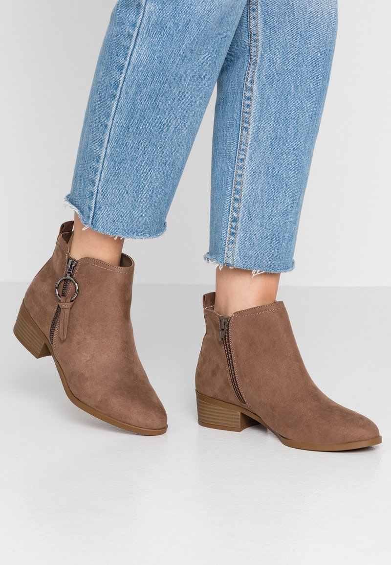 Dorothy Perkins Wide Fit - WIDE FIT MYNOR SIDE ZIP RING PULL - Ankle Boot - taupe