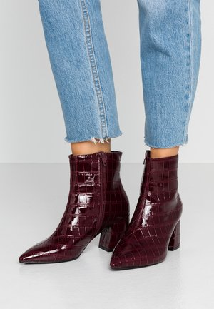 WIDE FIT ANICA POINTED BLOCK HEEL - Bottines - red