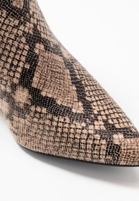 Dorothy Perkins Wide Fit - WIDE FIT AMICA CHELSEA - Tronchetti - brown - 2