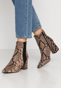 Dorothy Perkins Wide Fit - WIDE FIT AMICA CHELSEA - Tronchetti - brown - 0