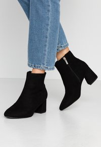 Dorothy Perkins Wide Fit - WIDE FIT ADDIE CYLINDER - Ankle boots - black - 0