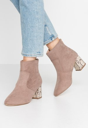 WIDE FIT ADDA HEEL - Ankle boots - taupe