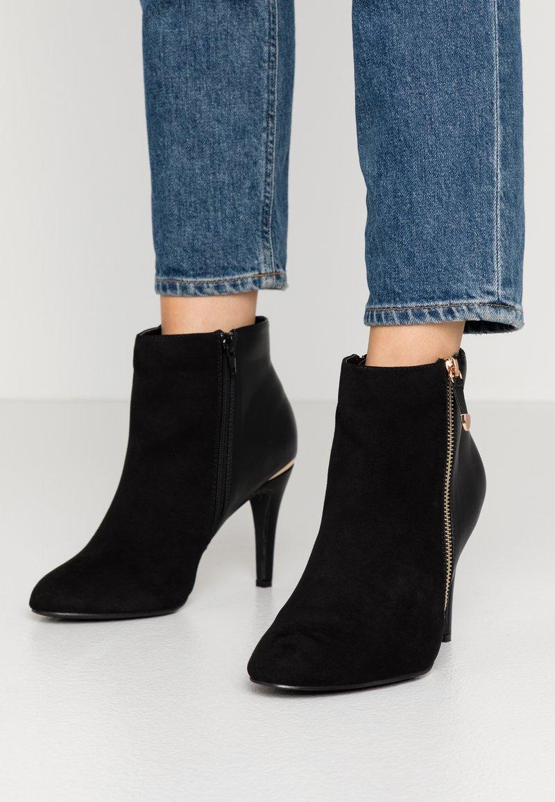 Dorothy Perkins Wide Fit - WIDE FIT AGNES SIDE ZIP ROUND TOE - Kotníková obuv na vysokém podpatku - black