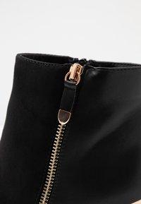 Dorothy Perkins Wide Fit - WIDE FIT AGNES SIDE ZIP ROUND TOE - Kotníková obuv na vysokém podpatku - black - 2