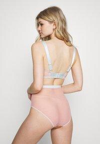 Dora Larsen - CELI HIGH WAIST KNICKER - Underbukse - light pink/lhaki - 2