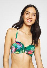 DORINA - MERIDA BANDEAU - Góra od bikini - green - 3