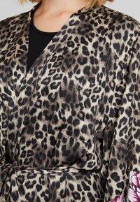 DORINA - DOLORES FLORAL DRESSING GOWNS - Župan - multi-coloured - 4