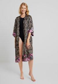 DORINA - DOLORES FLORAL DRESSING GOWNS - Župan - multi-coloured - 1