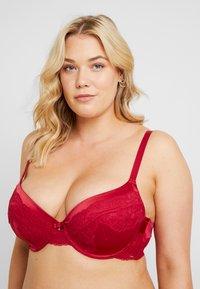 DORINA CURVES - ANDERSON - Underwired bra - red - 3