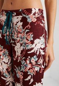 DORINA CURVES - MURIELPYJAMA PANTS - Pyjama bottoms - red - 4