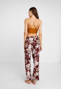DORINA CURVES - MURIELPYJAMA PANTS - Pyjama bottoms - red - 2